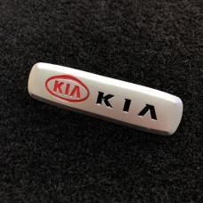 Шильдик для автоковриков kia матовый цветной