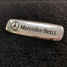 Шильдик для автоковриков mercedes-benz глянцевый цветной